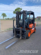 2004 UNICARRIERS FG30